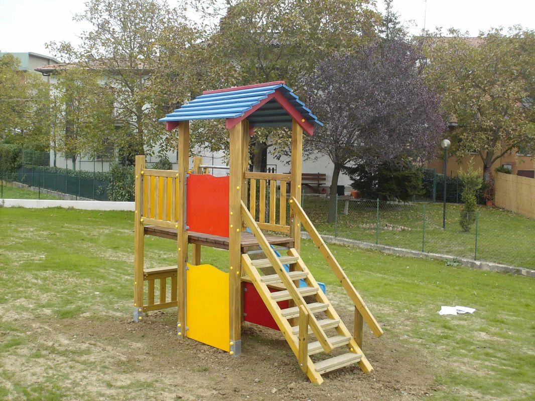 Progettazione e realizzazione parchi gioco arredo urbano e for Arredo parchi