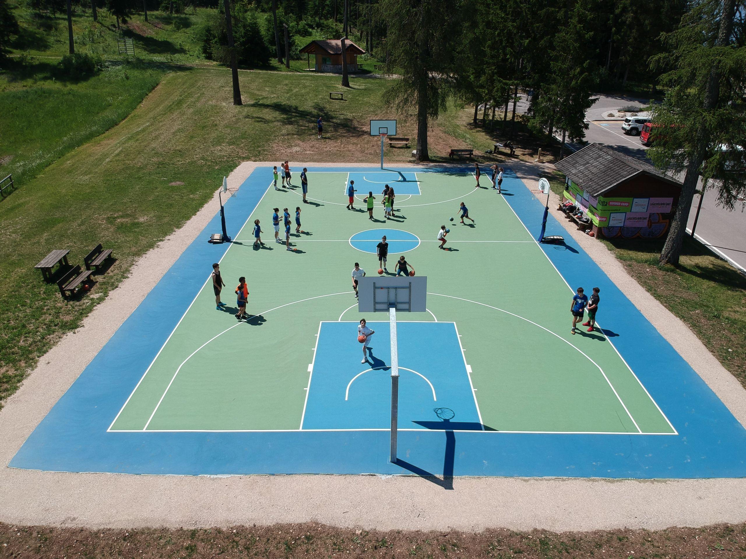 A RONZONE (Val di Non) un eccellente campo da basket, con tecnologia Tyrefield